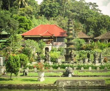 Visit the swimming pools and fountains in the Water Palace of Tirtagangga